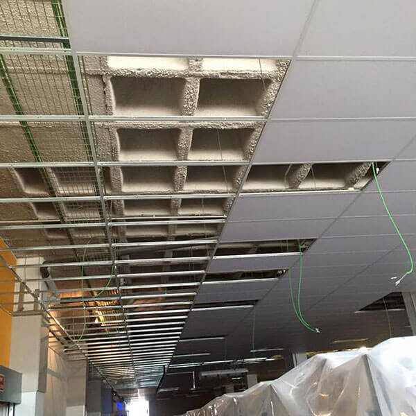 detalle de la perfilería metálica y los falsos techos suministrados a CSL para su obra en Amazon