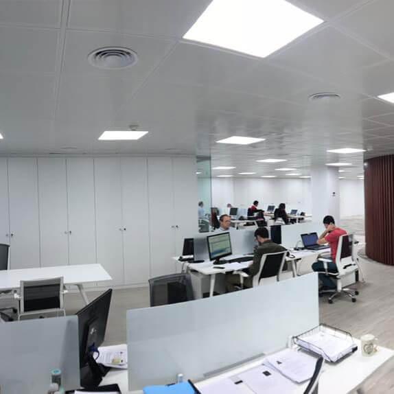Techos registrables en las zonas de trabajo de las oficinas de SIGMA-DOS