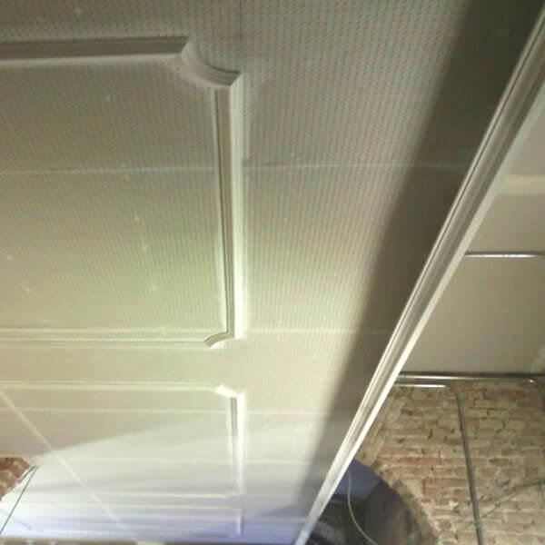 detalle de placa de yeso decorativa instalada por dimaplac